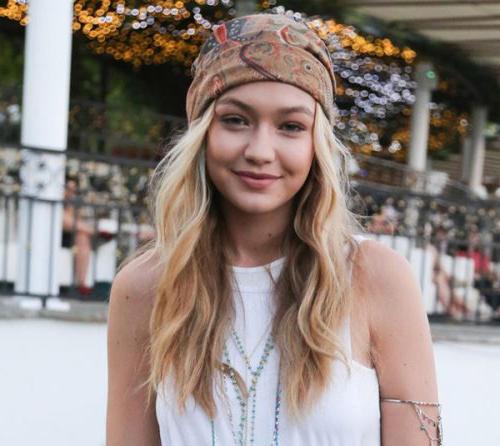 mujer-hippie-con-diadema